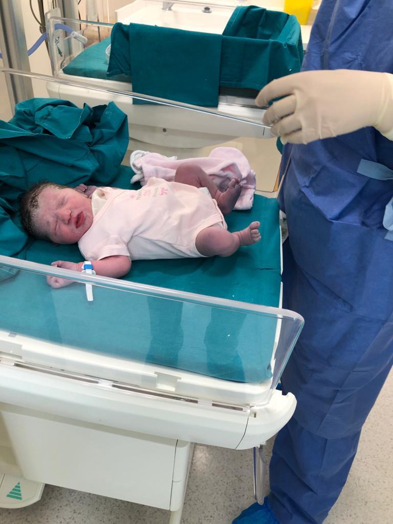 foto di bambini nati durante il coronavirus